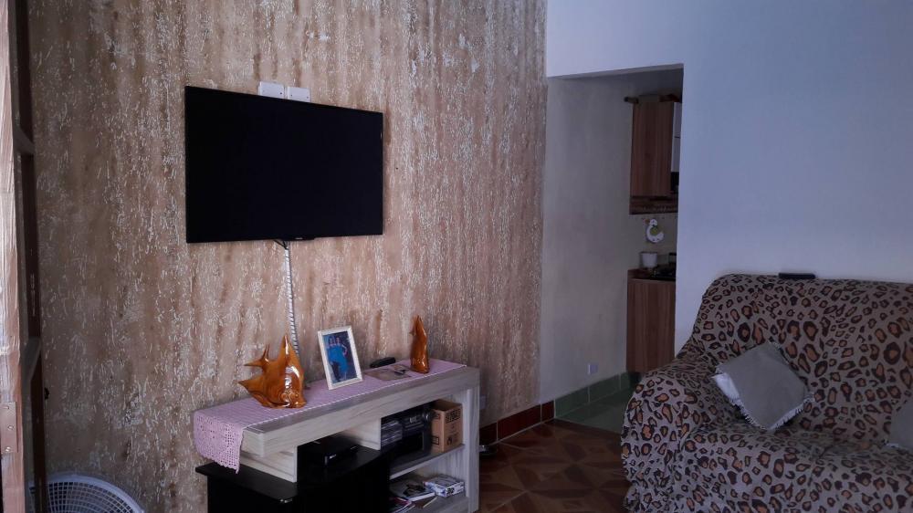 Linda casa no JdCaraguava bem localizado, proximo a rodovia Pe Manuel da Nobrega  Supermercado na rua , escola nas proximidades,